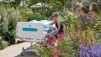 Egészségkert teszi szebbé a betegek mindennapjait a kecskeméti kórház területén!